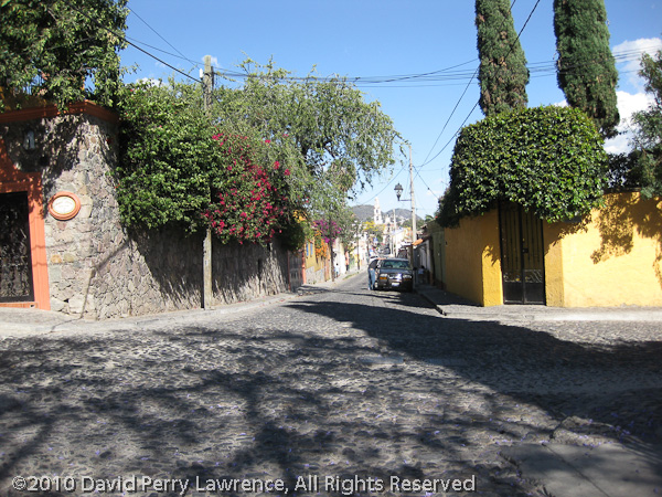 This is the start of our block looking toward the Plaza.  Hildalgo, our street, is just behind me.